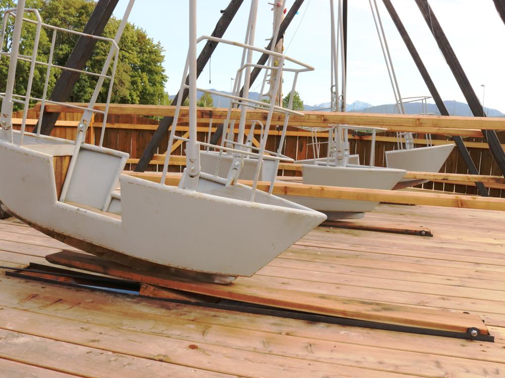 3 Gondeln mit Schiffschaukel