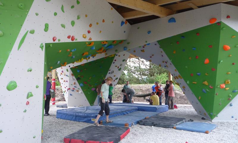 Kletternde im Boulderpavillon