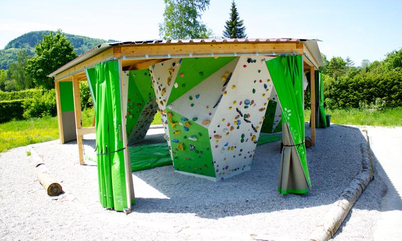 Boulderpavillon mit Vorhängen